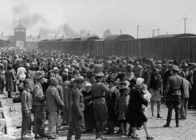 Oběti po příjezdu do tábora