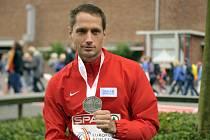 Oštěpař Vítězslav Veselý s bronzovou medailí z olympijských her v Londýně, kteru dodatečně dostal po diskvalifikaci soupeře.