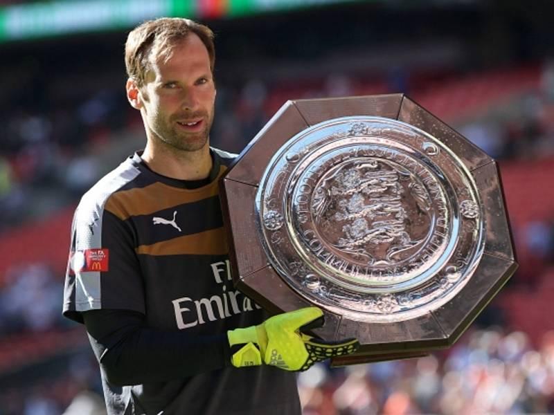 Petr Čech získal s Arsenalem první velkou trofej. Vyhrál Superpohár.