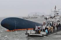 Potápějící se korejský trajekt.