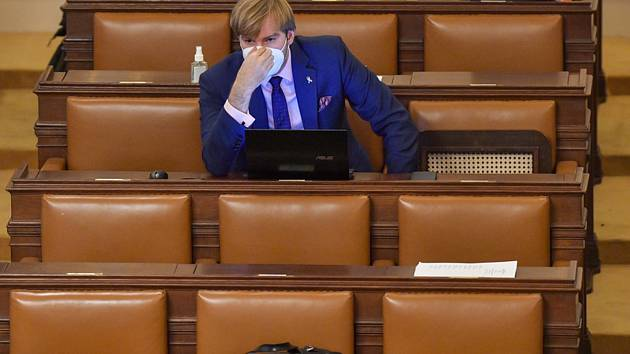 Poslanec hnutí ANO a bývalý ministr zdravotnictví Adam Vojtěch na schůzi Poslanecké sněmovny