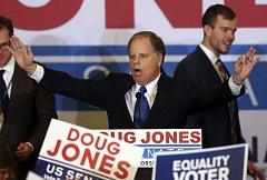 Doug Jones zvolen senátorem za Alabamu