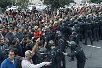 Střety španělských pořádkových sil s katalánskými separatisty
