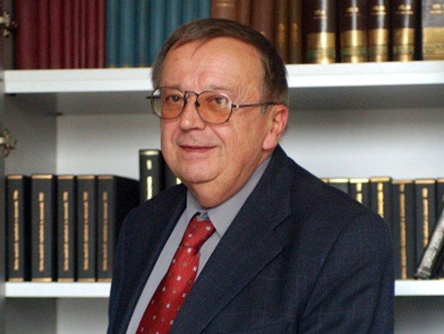 Karel Čermák, bývalý ministr spravedlnosti a dlouholetý předseda České advokátní komory.
