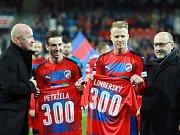 Fotbalisté Plzně Milan Petržela (vlevo) a David Limberský nastoupili k 300. ligovému zápasu.