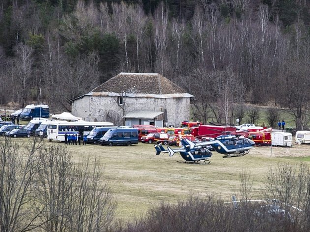 V době úterního pádu letadla německých aerolinií Germanwings byl v kokpitu jen jeden pilot. Dnes to podle agentury DPA oznámila prokuratura v západoněmeckém Düsseldorfu, která okolnosti neštěstí vyšetřuje.