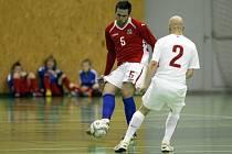 Čeští futsalisté (v červeném) v přátelském zápase.