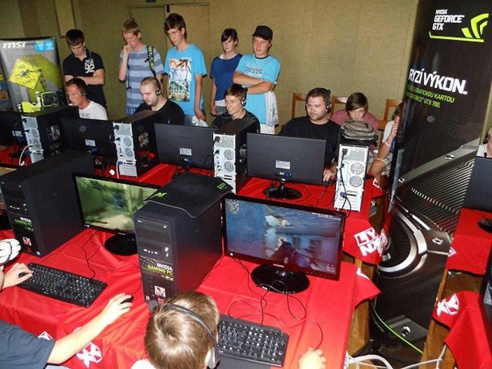 Lynx LAN Tour 2013, první ročník série turnajů v oblíbených počítačových hrách. Klání ve Veselí nad Lužnicí.