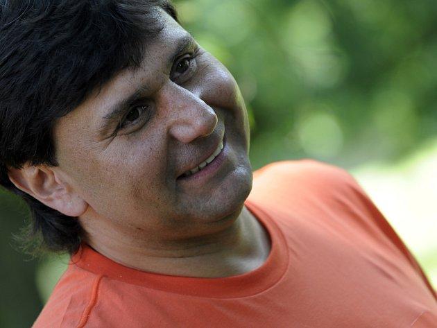 Trenér Slavie Vladimír Růžička si golf užíval.