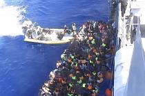 Od začátku letošního roku dorazilo do Itálie přes 111.000 migrantů, s příjezdem dalších 20.000 uprchlíků úřady počítají v září.