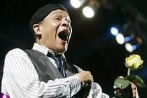 """Ve věku 76 letech dnes v Los Angeles zemřel legendární americký jazzový zpěvák Alwin Lopez """"Al"""" Jarreau."""