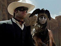 Fanoušky výtvarné podívané říznuté svérázným humorem nejspíš potěší Osamělý jezdec, jímž je ve stejnojmenném filmu Armie Hammer, kterému sekunduje Johnny Depp v roli indiánského bojovníka.