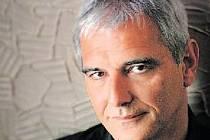 CANNESKÝ VÍTĚZ. Režisér filmu Mezi zdmi Laurent Cantet, který vyhrál Zlatou palmu na festivalu na Azurovém pobřeží.