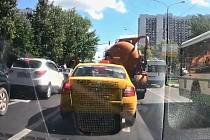 V Moskvě doslova explodoval fekální vůz.