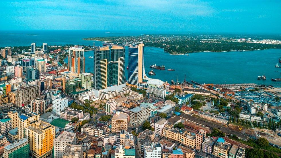 Letecký pohled na tanzanské město Dar es Salaam