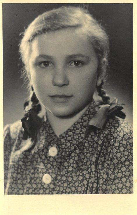 Třináctiletá Anna Gajdošová z Vyšné Pisané, která také pobývala u Voršilek. Její pobyt sponzorovali zaměstnanci ředitelství ČSD v Olomouci.