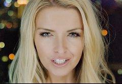 Česko-kanadská zpěvačka Janey Lamce má nový klip.