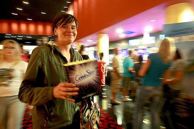 Tisíce fanoušků o půlnoci 14. července mířilo na premiéru filmu Harry Potter a Relikvie smrti – část 2.