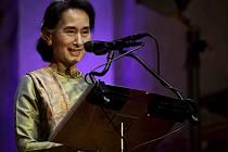 Barmská disidentka a nositelka Nobelovy ceny za mír Do Aun Schan Su Ťij.
