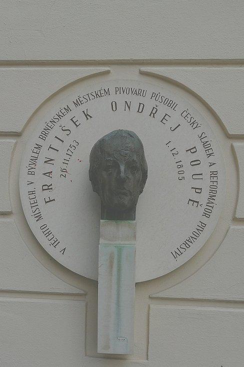 Legendární sládek František Ondřej Poupě má bustu na Starobrněnské ulici.