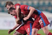 Tomáš Přikryl (vlevo) a Ladislav Takács se radují gólu proti Dánsku.