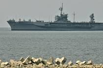 Loď amerického vojenského námořnictva Mount Whitney.