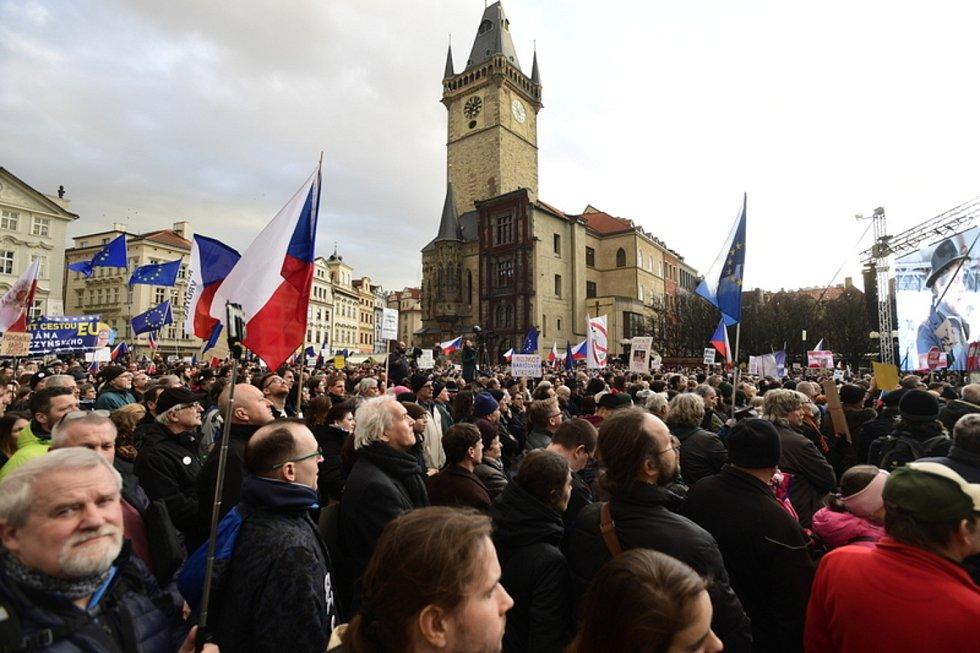 Tisíce lidí dorazily 1. března 2020 na Staroměstské náměstí v Praze na demonstraci na obranu demokratických institucí, kterou vyhlásil spolek Milion chvilek