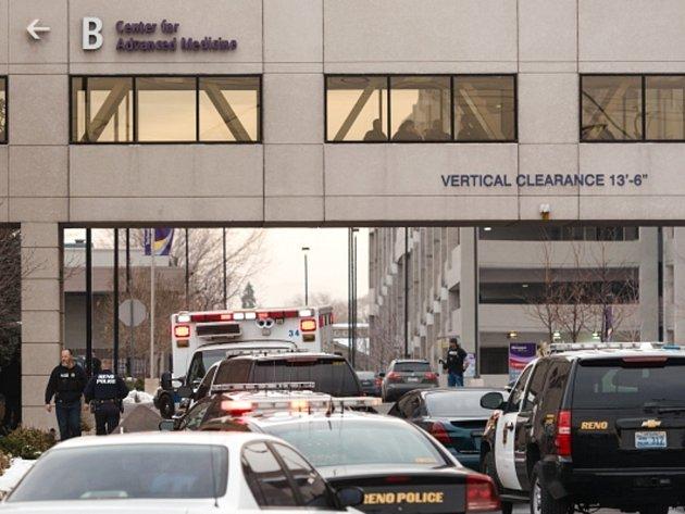 Útočník zastřelil v nemocnici ve městě Reno jednoho člověka, pak zabil i sebe.