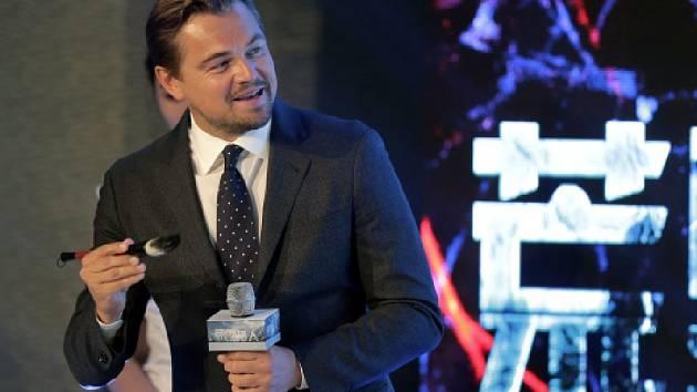 Americký herec Leonardo DiCaprio dnes ocenil úsilí Číny v boji proti klimatickým změnám.