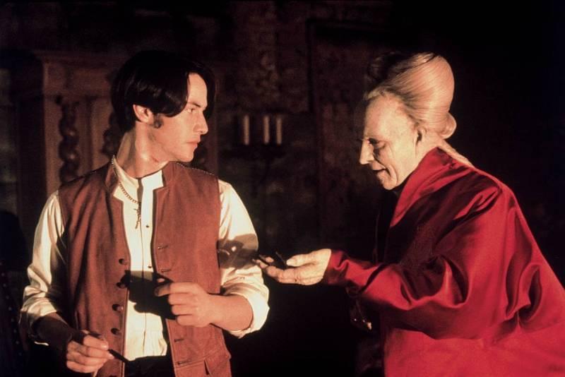 Francis Ford Coppola mu nabídl úlohu mladého advokáta Jonathana Harkera ve svém uhrančivém zpracování klasického upířího románu Dracula od Brama Stokera.