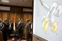 Vědci zkoumající hrobku faraona Tutanchamona v Luxoru se rozhodli podniknout další skenování památky, než přistoupí k fyzickému otevření dosud neznámých prostor hrobky.