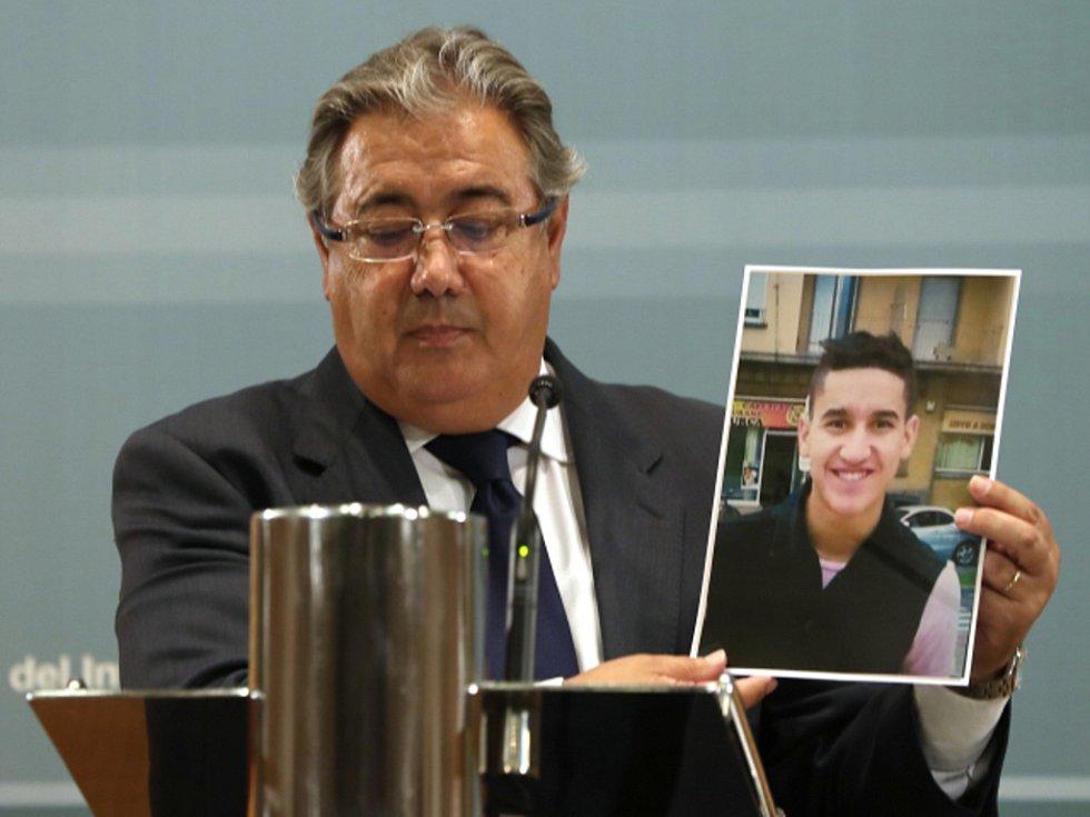 Younes Abouyaaqoub (na obrázku). Muž, podezřelý z barcelonských útoků.