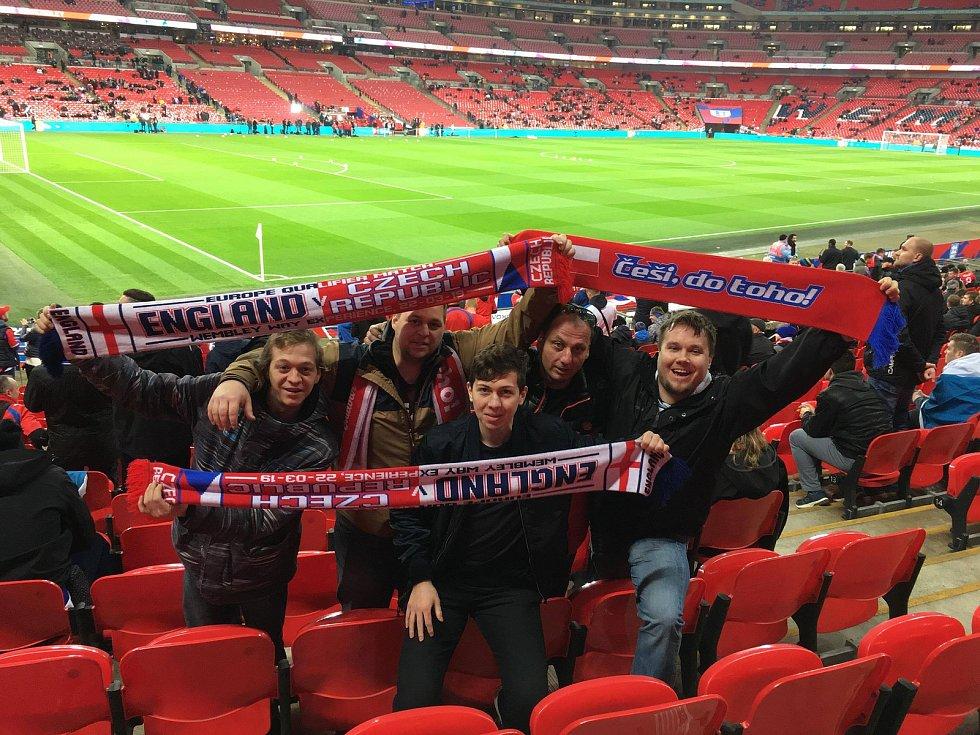 Čeští fanoušci na zápase Česka s Anglií ve Wembley.