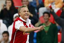 Petr Trapp ze Slavie se raduje z gólu.
