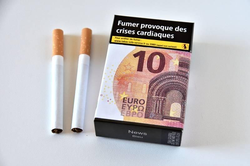 Francouzská vlády chce během tří let zdražit krabičku cigaret ze sedmi na deset eur.