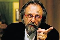 Oscarový skladatel Jan A. P. Kaczmarek na filmu Petra Zelenky o divadelní zkoušce Karamazovi zúročil dvojí zkušenost  se scénickou a filmovou hudbou.