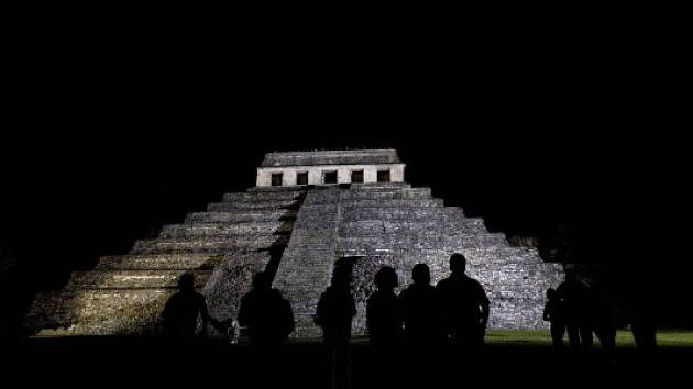 Ruiny města Palenque patří k nejimpozantnějším mayským památkám. Leží v jihomexickém státě Chiapas a ve výšce téměř 3000 metrů nad mořem.