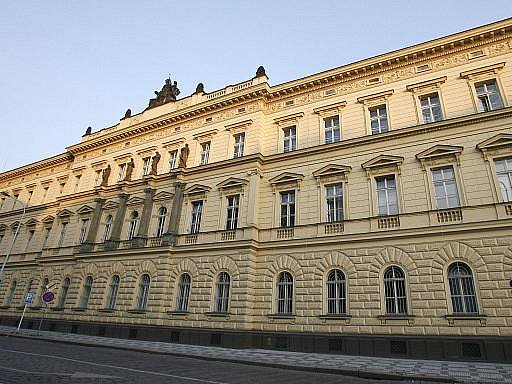 Česká ministerstva zadala neprůhledně zakázky za 276 miliard korun. V žebříčku ministerstev podle kvality zadávání zakázek dopadlo nejhůř ministerstvo spravedlnosti.