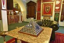 Muzeum tajných spolků v Lokti na Sokolovsku. Představuje artefakty týkající se tajných spolků, zejména svobodných zednářů, ale i některých dalších.