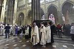 Rakev s ostatky kardinála Miloslava Vlka byla uložena do arcibiskupské hrobky v katedrále sv. Víta na Pražském hradě.