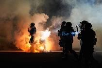 USA stále sužují rozsáhlé požáry.