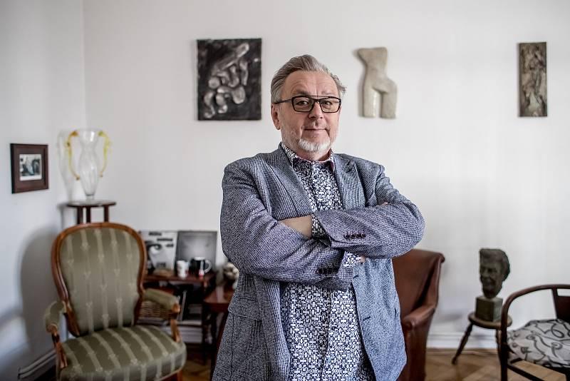 Michal Pavlíček při fotografování pro Deník 1. dubna v Praze.