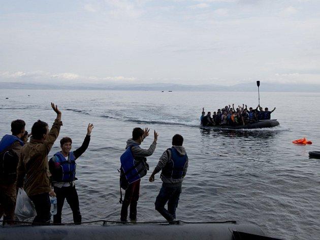 Více než 1100 migrantů zachránily během pondělí námořní hlídky při 11 operacích ve Středozemním moři.