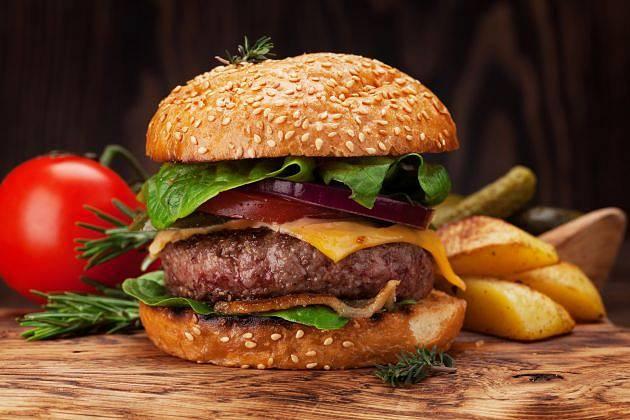 Hamburgery mohou vyvolat v těle dlouhodobou pohotovost