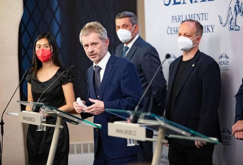Miloš Vystrčil na tiskové konferenci ke zdravotnímu stavu prezidenta Miloše Zemana