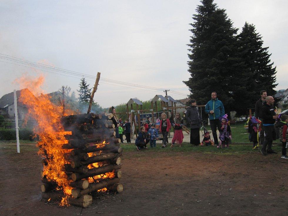 Slet čarodějnic ve Svébohově má letitou tradici. Na košťatech z březového proutí tam poslední dubnovou sobotu přilétají ježibaby a ostatní příšery z nejrůznějších míst regionu.