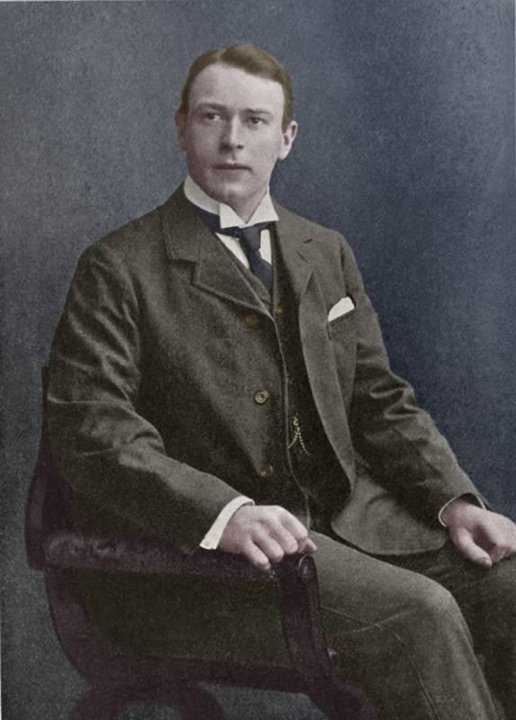 Šéfkonstruktér lodi Thomas Andrews marně upozorňoval na malý počet záchranných člunů a další nedostatky, které vedení přehlíželo. Nakonec zemřel se svou lodí.