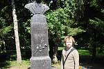 Viktor Dvořák u pomníku Čechova v Rusku