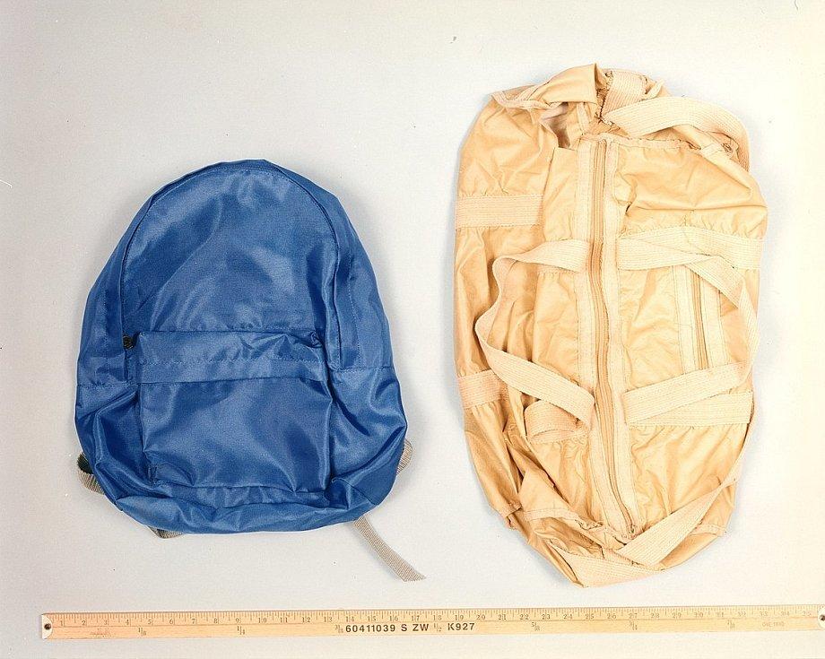 Osobní věci atentátníka, které policie našla a zajistila při prohlídce jeho chaty, byly později nabídnuty v online aukci