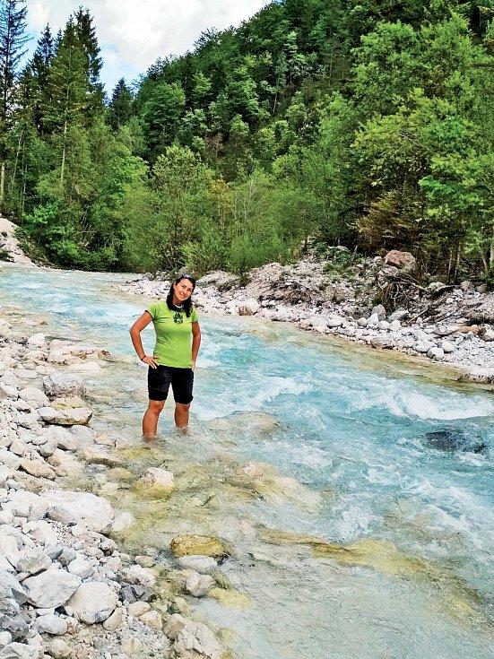 V řece Triglavska Bystrica ve Slovinsku si plavání rozmyslela, teplota pět stupňů byla moc nízká.
